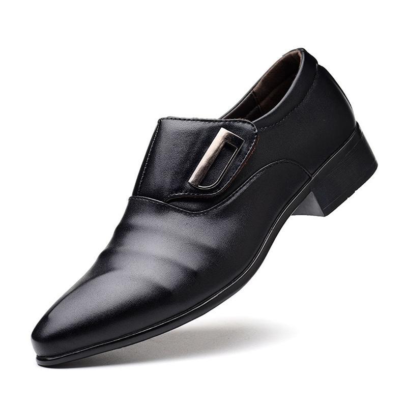 272a81bb2a4f7 Compre Novos Homens Se Vestem Sapatos Dedo Apontado Toe Deslizamento Em  Homens De Negócios Weding Sapatos Baixos Salto Baixo Preto Macio Couro PU  Oxford ...