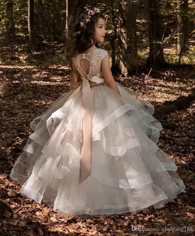 2018 camadas de flor menina vestidos de baile Bateau Cap manga longa até o chão meninas pageant vestidos com Applique Beads para festa de casamento