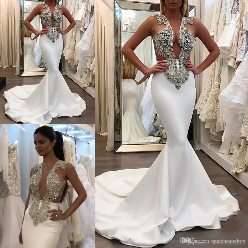 Großhandel 12 Sexy Jewel Neck Mermaid Lange Brautkleider Kristall Perlen  Weiß Satin Backless Sweep Zug Vestido De Noche Braut Party Kleider Von