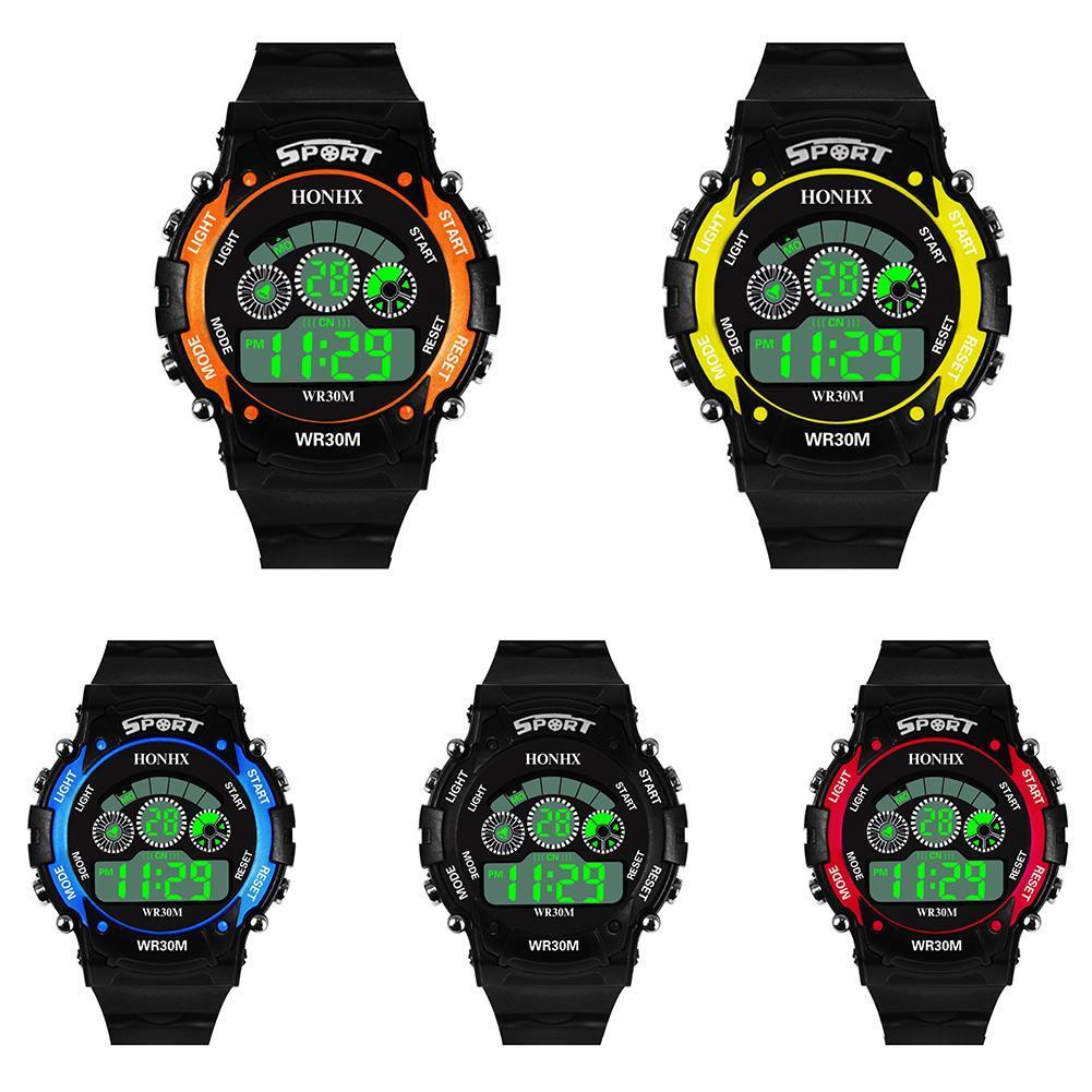 61fefc5ee2c6 Compre Hombres Mujeres Deporte Reloj Digital Al Aire Libre Electrónica Reloj  De Pulsera Luz De Fondo Fecha De Alarma Regalo Relojes Nuevo A  33.01 Del  ...