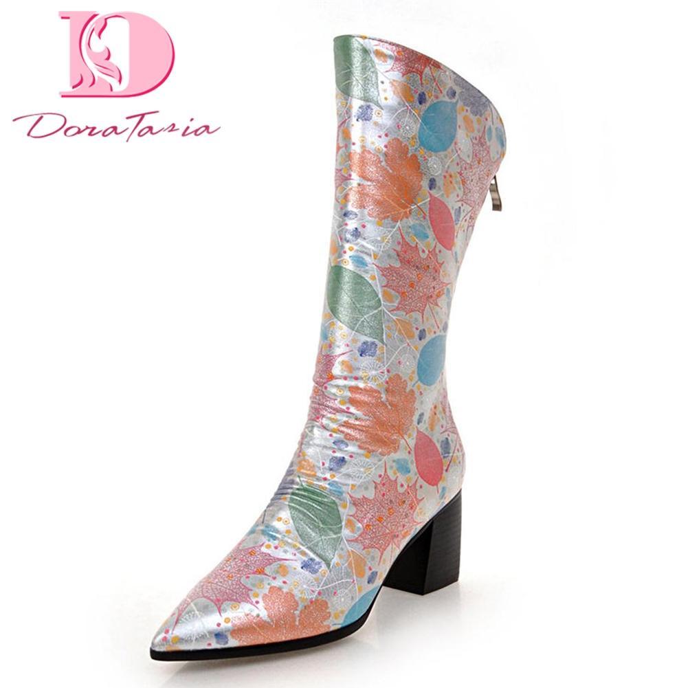 3ed31f564 Doratasia 2018 Meilleur Qualité Grande Taille 33-43 Ajouter Fourrure  Chaussures d'Hiver Femme Bottes Femmes Impression Trendy Style Mi-mollet  Bottes