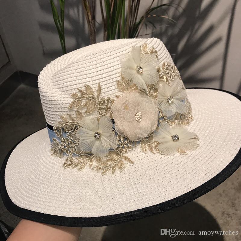Compre Moda De Las Mujeres Sombreros Casuales Sombreros De Paja Blanca Flor  Cc Marca De Diseño De Lujo Ancho Sombreros Sombreros De Playa De Verano  Para ... 8e111b39bb0