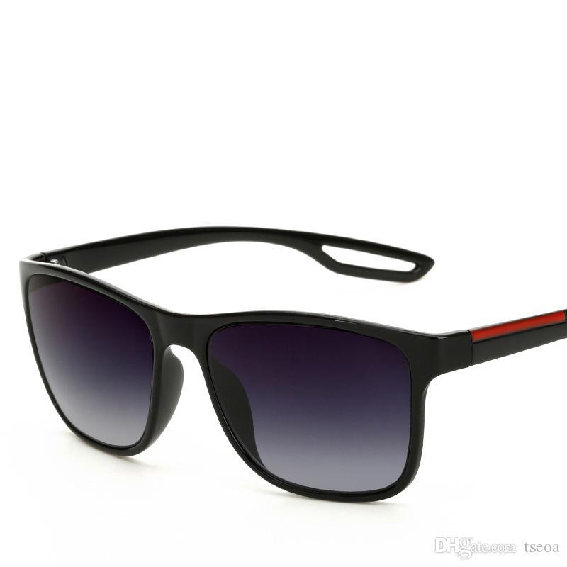 Compre 2018 Alta Qualidade De Alta Qualidade Unisex Óculos De Sol Moda Legal  Marca Retro Personalidade Grande Praça Óculos Para Homens E Mulheres De  Ebaco, ... d3fc7a9833