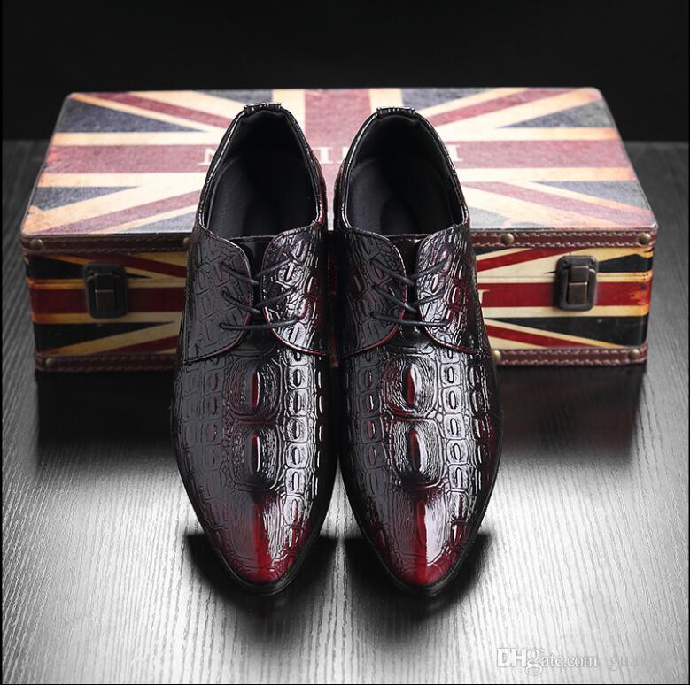 Großhandel Neueste Männer Mode Leder Geschnitzte Schuhe Mode Business Spitz  Schuhe Oxford Casual Hochzeit Lace Up Kleid Schuhe Plus Größe 37 ~ 48 1h20  Von ... 8d69d554b5