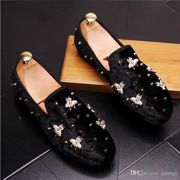 2018 Nueva primavera de los hombres de los holgazanes de terciopelo zapatos de la boda del partido Europa estilo bordado azul rojo zapatillas de terciopelo de conducción mocasines zapatos Z541