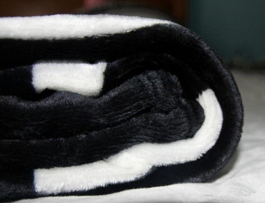 HOT Brand nero coperta in pile flanella 2 dimensioni- 130x150 cm, 150x200 cm con sacchetto di polvere C logo in stile Viaggio, casa, coperta da ufficio pisolino