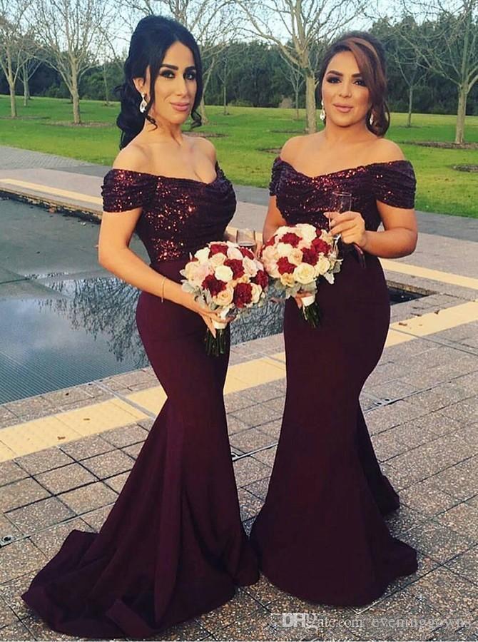743a095a62f Compre 2019 Borgoña Fuera Del Hombro Sirena Vestidos De Dama De Honor  Largos Lentejuelas Brillantes Vestidos De Invitados De Boda Más Grandes Vestidos  De ...