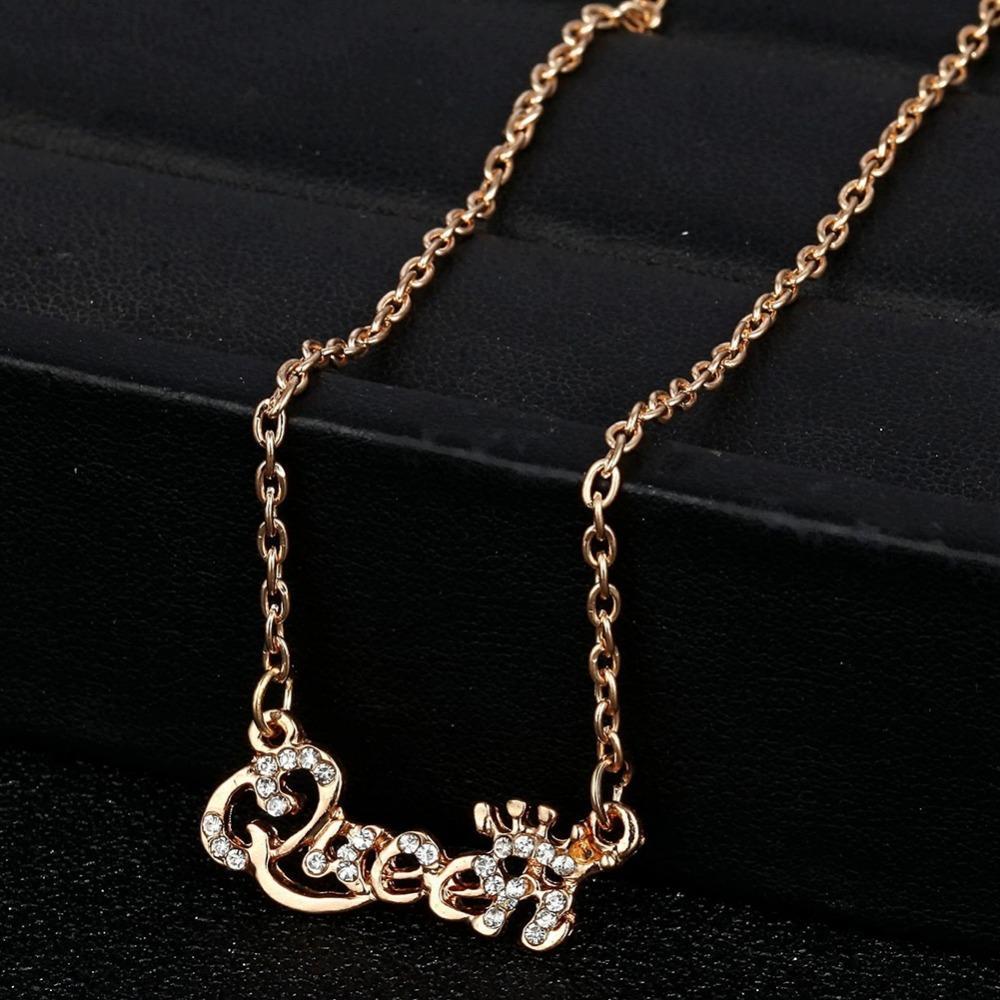 ab022b85528c Compre Estilo Caliente De La Joyería De Oro De Color Reina Carta De Cristal  Choker Collar Personaliy Colgante Collar Para Mujer Mujer 2018 A  19.18 Del  ...