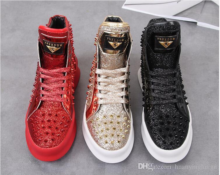 2019 Nova venda Homens rebite Sapato Casual Alta Top Plana Sapatos Rebite Sapatos Baixos Brilhante Casal Ouro amantes Cravejado Sapatos N71