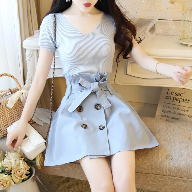 09f728998 Conjunto femenino verano nuevo temperamento moda color sólido salvaje V  cuello camisa + falda elegante casual dos piezas de ropa de mujer