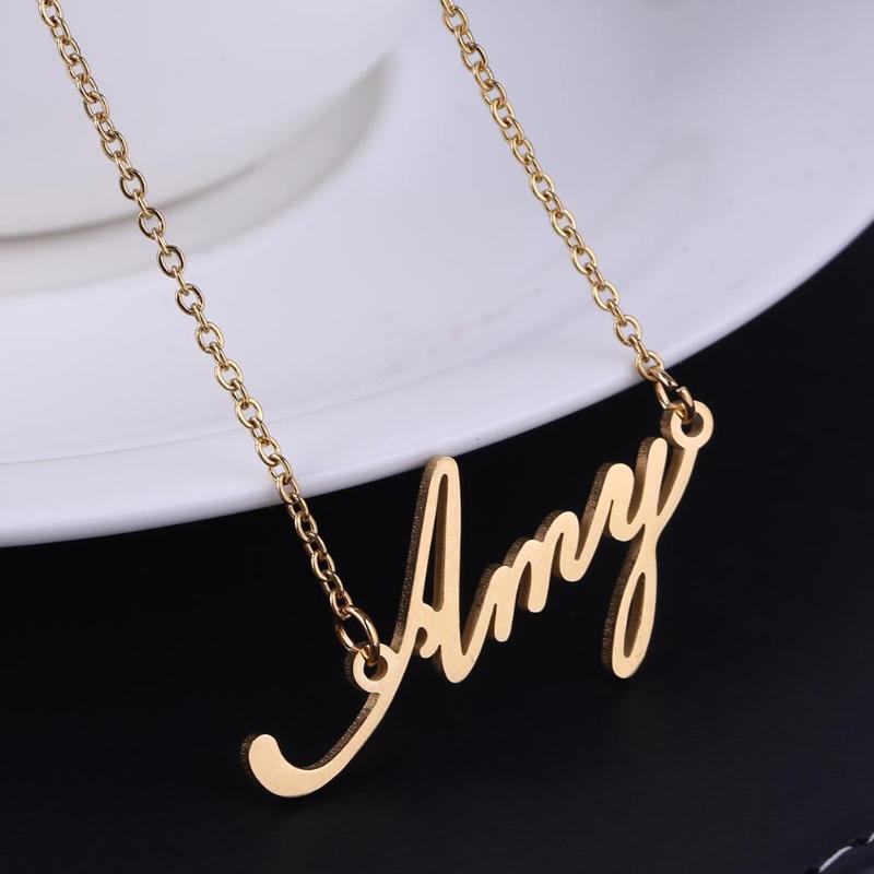 9da725a4541 Compre Collar De Nombre Unisex Collares Personalizados De Acero De Titanio  Para El Regalo Colgante De Gargantilla Collar De Cadena Nombre De La Cadena  ...