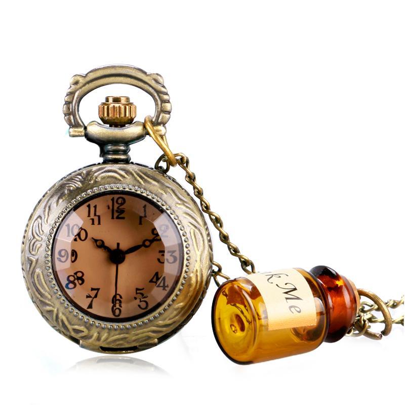 f0efca2db3a Compre Relógio De Bolso De Quartzo Do Vintage Alice No País Das Maravilhas  Garrafa Pingente De Colar De Presente Mini Retro Marrom Escuro De Vidro  Para As ...