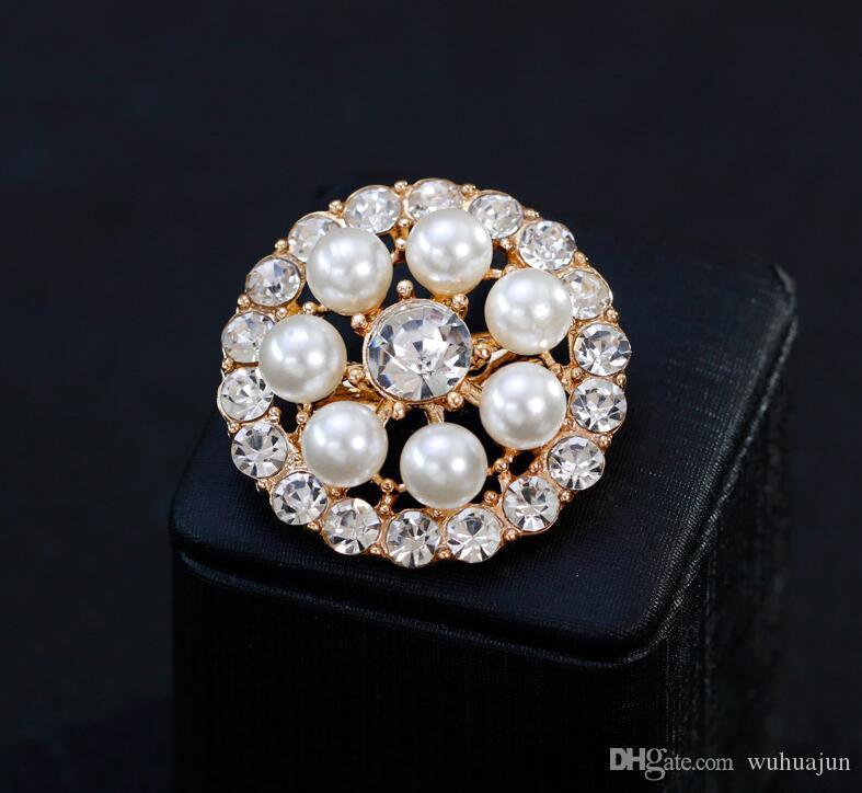 Nouvelle Arrivée Broches Bijoux 2018 Femmes Broches Broches Blanc Perle Cristal Boutique Broche Lady Robe Fête Broche