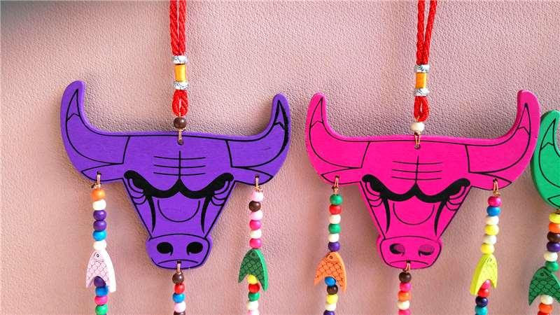 Artesanía pintada adornos de seis campana colgantes de cuentas de cabeza de toro