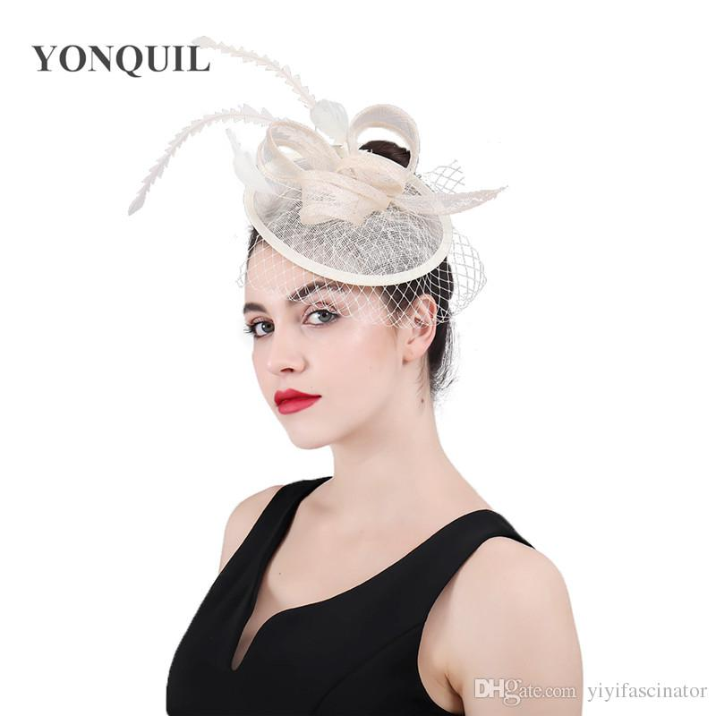 Acquista 2018 Nuovo Partito Copricapo Donna Fascinator Cappelli Di Velo  Accessori Di Lino Fancy Piuma Fasce Ladies Church Cocktail Headpiece Syf429  A  20.4 ... 86843c9d27eb