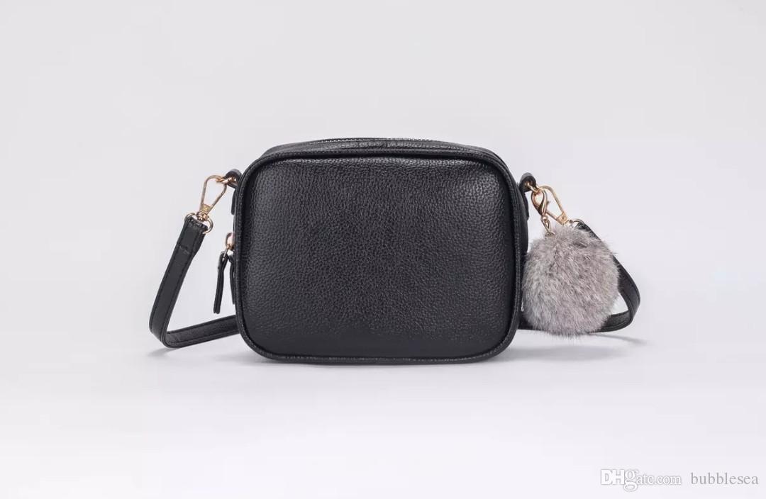 4506b42cb9f28 Satın Al Kadın Moda Messenger Çanta Kürk Topu Dekorasyon Debriyaj Çanta Düz  Renk Basit Ve Yönlü Omuz Çantası Ücretsiz Kargo, $25.39 | DHgate.Com'da