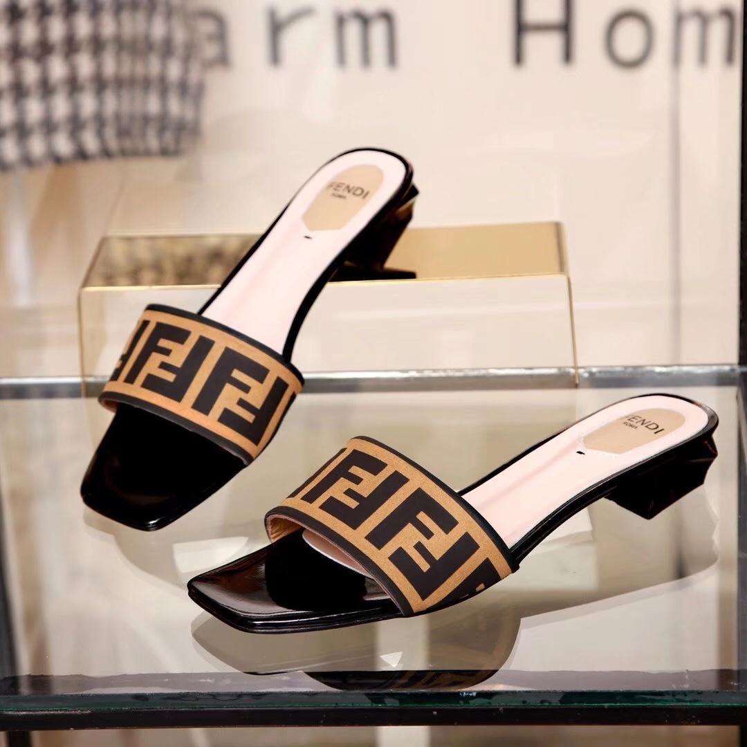 5e2443d93c8 2018 Women Sandals Designer Slides Brand Fashion Striped Sandals Medusa  Scuffs Causal Non Slip Summer Huaraches Slippers Flip Flops Slipper Shoe  Boots Fur ...