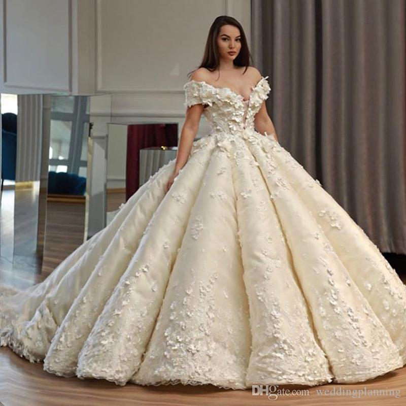 23 Gorgeous Brides In Non Traditional Wedding Dresses: Gorgeous 3D Floral Appliques Flower Wedding Dresses Off