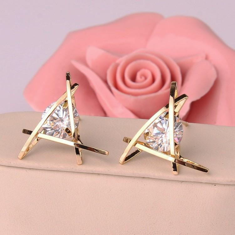 2018 New Hot Fashion Exquisite Triangle Piercing Stud Zircon Ear Stud Earrings Female Gifts Free Shipping