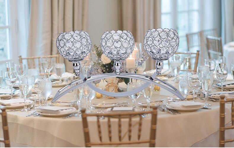 elegante activites religieuses fete de mariage decorations table a bougeoirs 3 bras