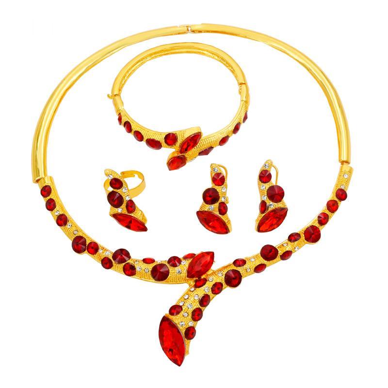 5f80e7a2890a Compre Moda Italiana De Lujo 24 Conjuntos De Joyas De Oro Collar De Cristal  Rojo Anillo De Pulsera De Milán Encanto Pendientes De Novia Accesorios De  La ...