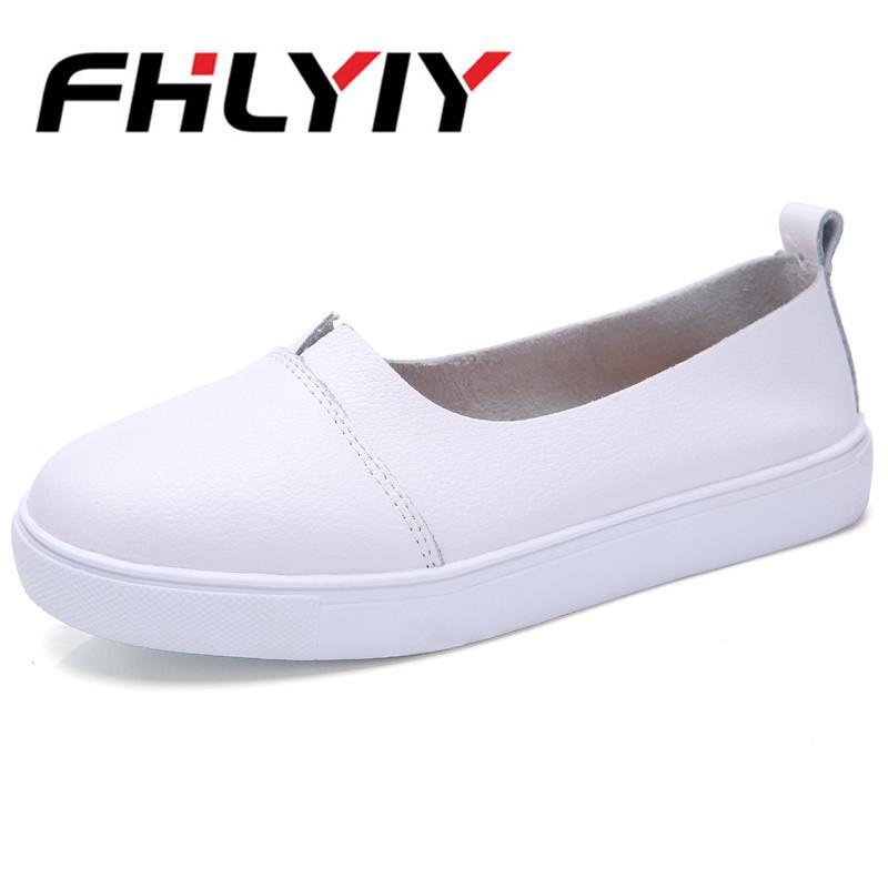 9817ec29b4f3 Mujeres Pu Mocasines de cuero Negro Blanco Slip on Nurse Shoes Fiesta en la  calle Moda Zapatos Planos Sólidos Zapatos De Mujer Mujer Plana