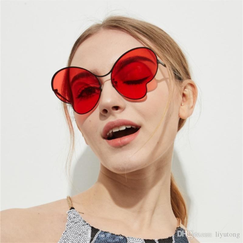 Compre Óculos De Sol De Olho De Gato De Grandes Dimensões Para As Mulheres  Moda Borboleta 2018 Óculos De Sol Femininos Tons De Luxo Luxo Claro Rosa  Óculos ... eb3fb28c22