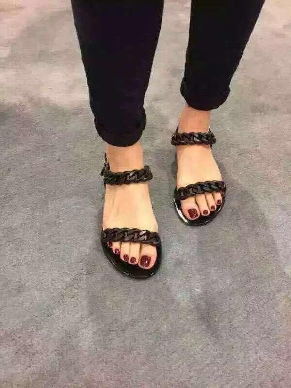 2018 년 여름 신제품 플라스틱 체인 샌들 비치 샌들 사슬 젤리 샌들 플랫 플랫 샌들