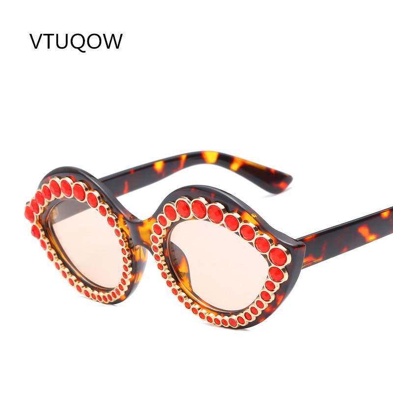 Compre 2019 Exclusivo Cat Eye Sunglasses Mulheres Designer De Marca De  Decoração De Diamante Óculos De Sol Das Mulheres Do Sexo Feminino Máscaras  De Sol ... ab13a9cad4
