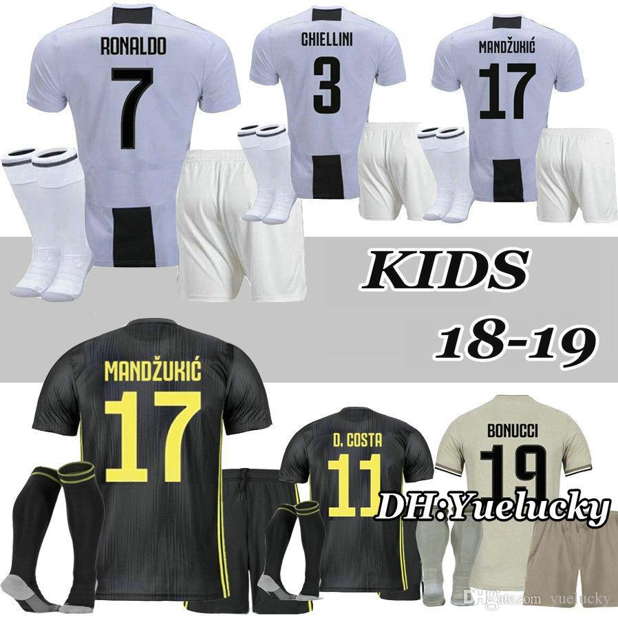1b9d3b610a Acquista Ronaldo 18 19 Kit Bambini Higuain Dybala Home Soccer Jersey  Juventus Pogba Cuadrado Mandzukic Cr7 2018 Away Bambino Calcio Camicie A  $15.92 Dal ...