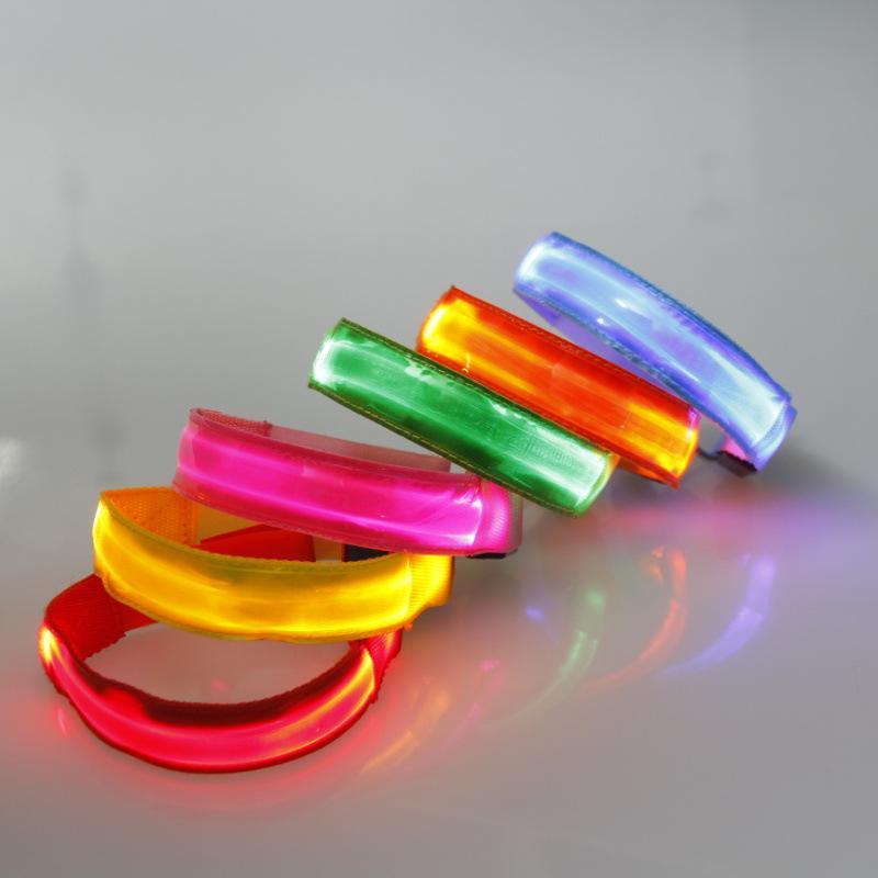 Acheter Brassard Lumineux Bracelet Dragonne Sangle LED Sécurité  Réfléchissant Lumière Shine Flash Bras Incandescent Lumière Ceinture Bande  Poignet De  13.57 ... dc6e6a4970d