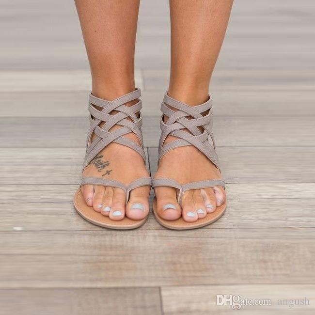 Bayan Ayakkabıları Düz Topuk Roma Sandalet 2018 Sıcak Satış Delikli Sandalet Flip Floplar Nefes Yaz Artı Boyutu Kadın Ayakkabı Siyah / Gri / Pembe