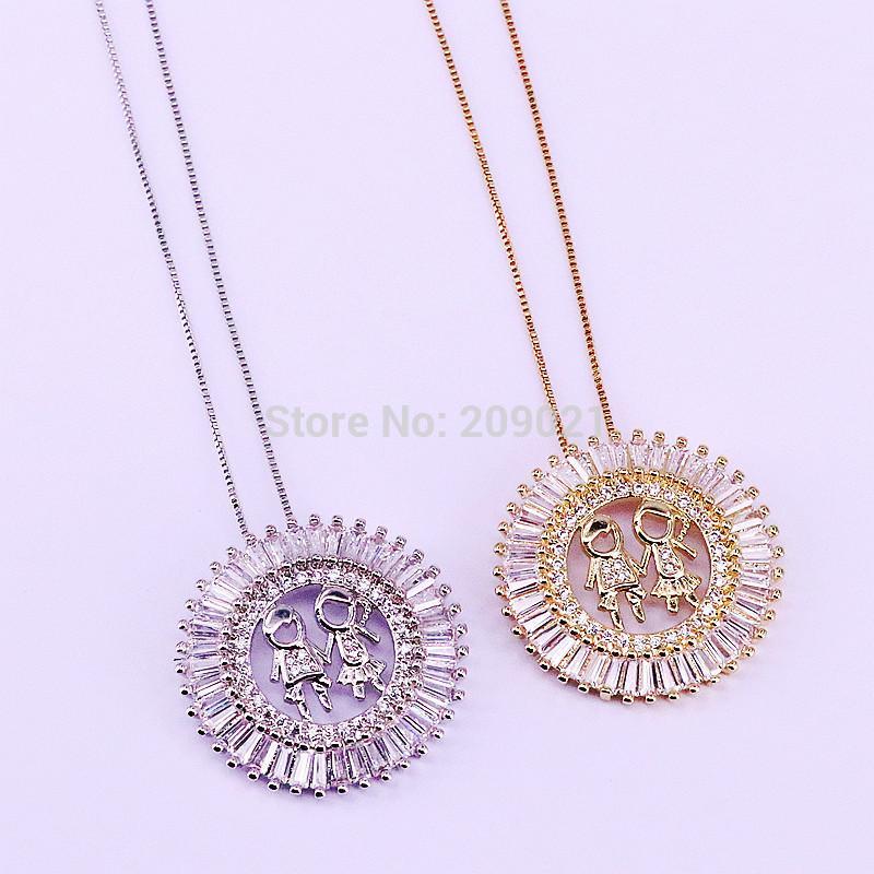 308a6fddc797 Compre 5 Unids CZ Crystal Zircon Micro Pave Niño Y Niña Colgantes Redondos  Collares Para Mujeres Hombres Joyería De Moda Regalo A  34.33 Del  Luzhenbao523 ...