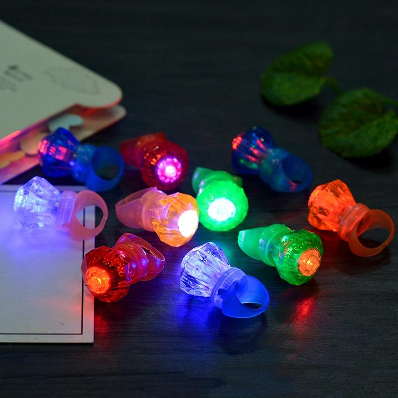 Edison2011 grande diamante LED anello di cristallo anello luce LED lampeggiante colori della miscela Halloween Natale Festival Kid Light-Up Toy
