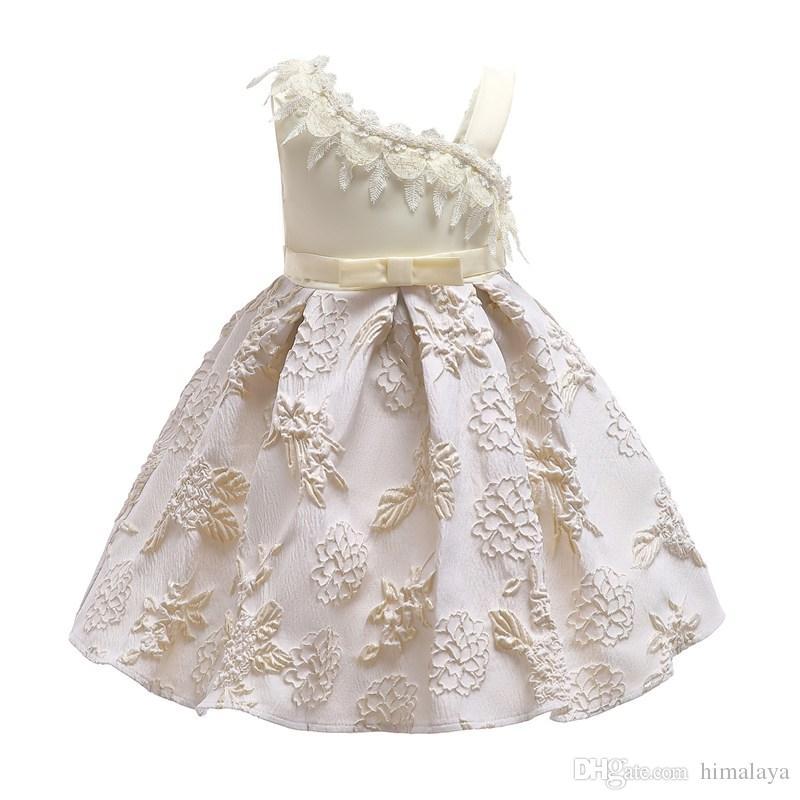 84d434aacb1f Acquista 2018 Bambini Beige Pizzo Abiti Da Principessa Bambini Vestiti Da  Festa Delle Neonate Vestito Elegante Fiore Del Bambino Abito Da Sposa 100  150 Cm A ...