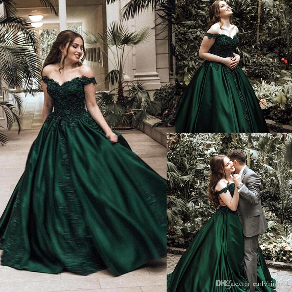 5b39f0f391 Compre 2018 Nuevos Vestidos De Baile Verde Oscuro De La Vendimia Del Satén  Sexy Fuera Del Hombro Apliques De Cuentas Con Cuentas Vestido De Noche De  ...