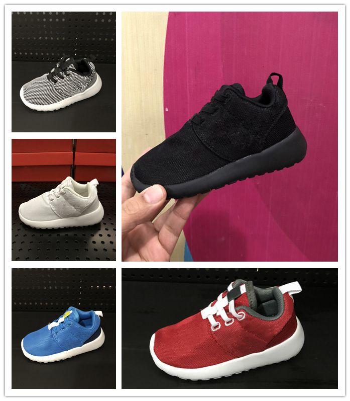 8bb246b617105 Acquista Nike Roshe Run Rosherun 2018 NOVITÀ Scarpe Leggere Bambini Running  Sport Scarpe Bambini Ragazzi Ragazze Scarpe Da Ginnastica Indossabili Scarpe  Da ...