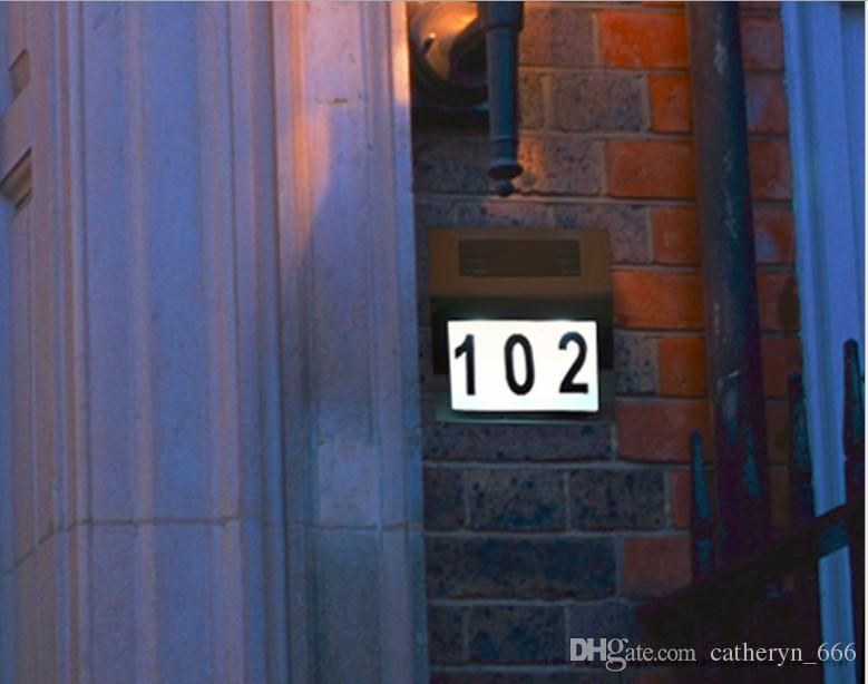 Número de casa con signo de dirección iluminado con energía solar Lámpara de placa de puerta que penetra en el crepúsculo al amanecer de 3LED Funcionamiento ligero de acero inoxidable Placa de la casa del relámpago
