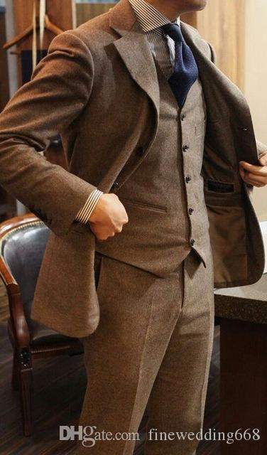 Popular Notch Lapel Dos botones Cool Khaki Wedding Groom Tuxedos Trajes de hombres Boda / Baile de graduación / Cena Best Man Blazer chaqueta + corbata + chaleco + pantalones M25