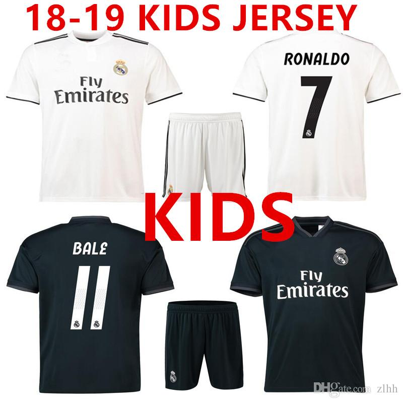 b0e954f149095 Compre 3AAA + Qualidade Thai 2018 2019 Real Madrid KIDS SET Camisa De  Futebol RONALDO CR7 Casa Branco BALE RAMOS ISCO KROOS 18 19 Longe Camisa De  Futebol .