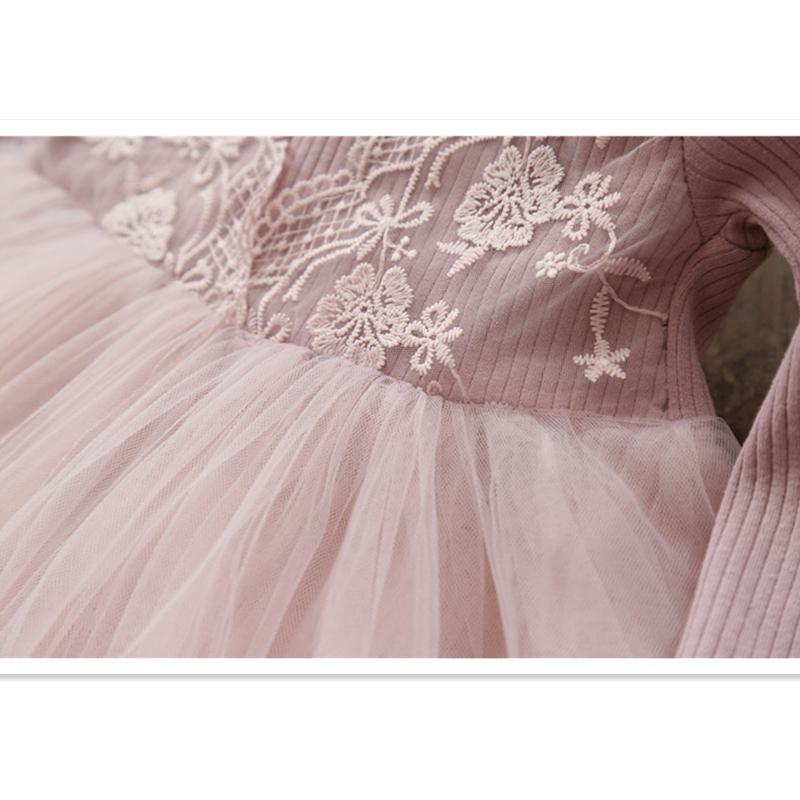 2018 Muchacha linda que hace punto vestido bordado de moda para niños Princesa Fiesta Vestidos de encaje Ropa linda Regalo de cumpleaños Primavera Otoño 2-8y