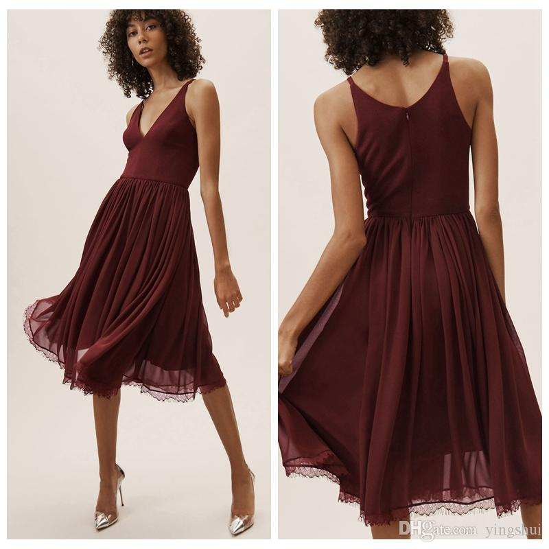 cheap for discount 13a28 129de 2019 BHLDN Burgund Brautjungfer Kleider Kurz Einfach Tiefem V-Ausschnitt  Knielang Chiffon Trauzeugin Kleid Hochzeit Gurest Gown