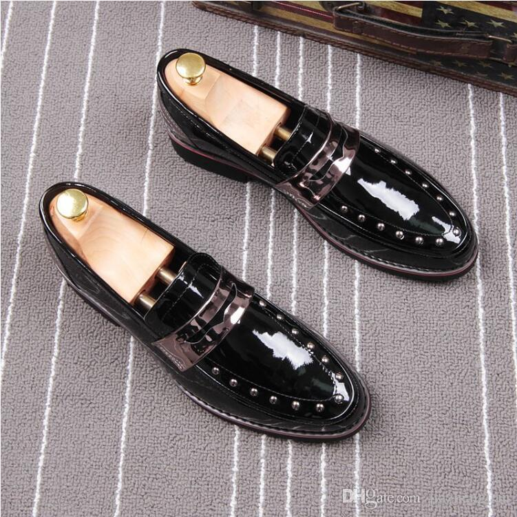 2018 Nouveau style printemps rivet mode hommes pointu brevets mocassins brillants hommes cuir appartements Oxford bout pointu en cuir chaussures de mariage L60