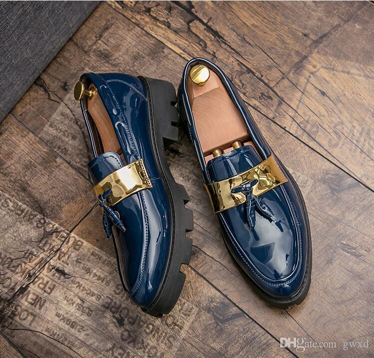 2018 Novos sapatos masculinos de luxo estilo chinelos sapatos borla artesanais para deslizamento festa de casamento em homens negros de prata mocassins brilho sapatos G167