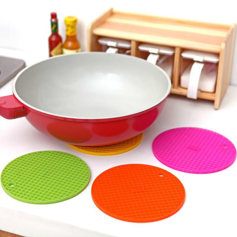 Wholesale Creative Candy Color Waterproof Coaster Multi-functional Insulation Pad Silicone Placemats Can Be Hung Bowl Pad Placemat Table Mat