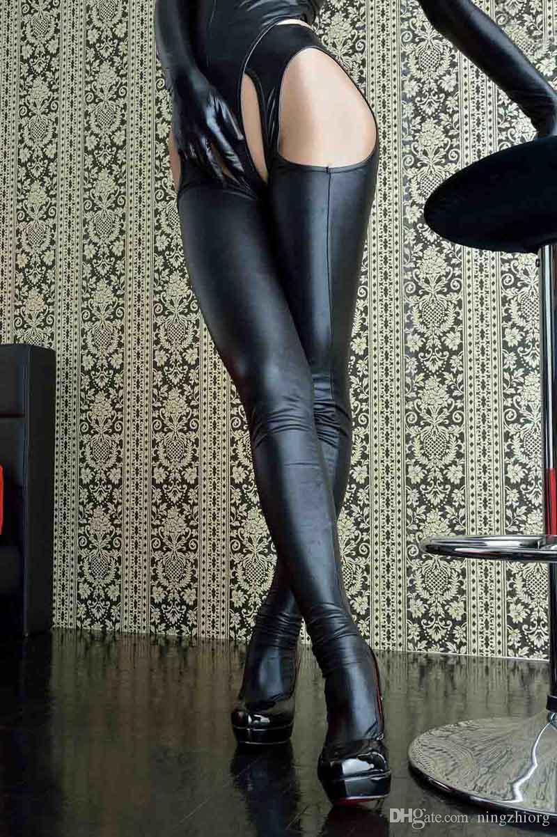 Ropa interior erótica Black Rose. Conjunto de tres piezas de cuero negro. Juego de rol en un club nocturno. Traje sexy. Comercio exterior Europa y América.