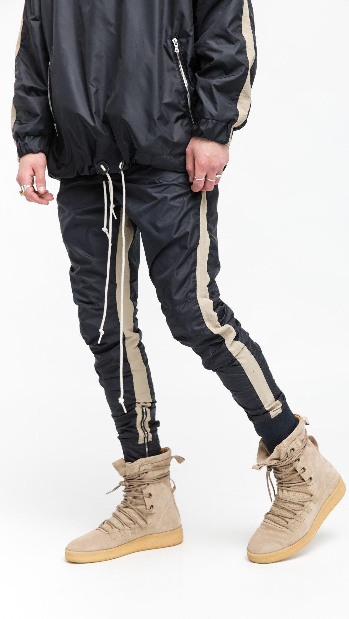 Compre 2018 Nueva HIPHOP Kanye West Oversize Negro Cosido Fondos Cremallera  Lateral Pantalones Hip Hop Moda Ropa Casual Polainas Pantalones XXL A   32.49 Del ... a60426f1fa3