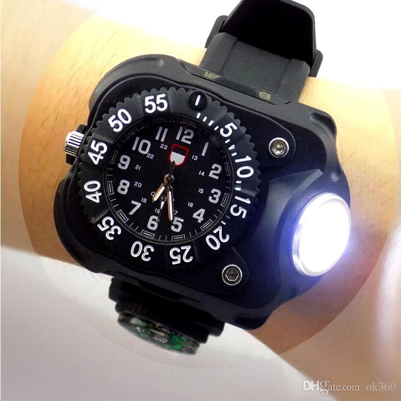 65c46bdb5a08 Compre 3 En 1 Luz Brillante Del Reloj Linterna Con Brújula Deportes Al Aire  Libre Para Hombre Moda Impermeable LED Recargable Reloj De Pulsera Lámpara  ...