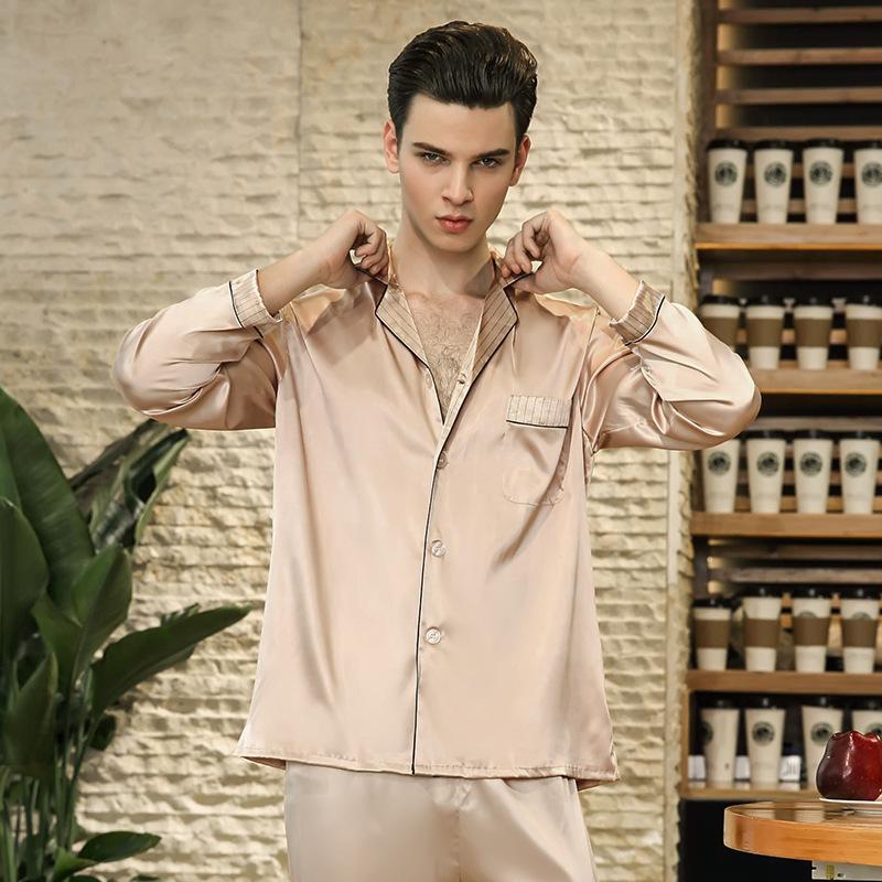 32c34f7fb Compre 2018 Hombre Moda Ocio Comodidad De Seda Falsa Pijama Nuevo Color  Sólido Pijamas Hombres De Manga Larga Pantalones De Lujo Ropa De Dormir  TZ781 A ...