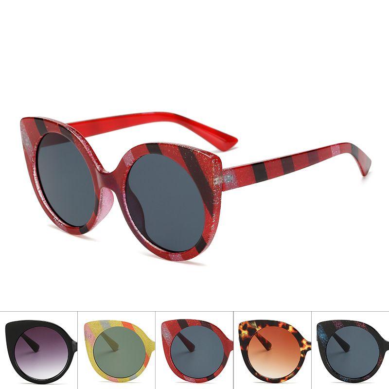 Compre Óculos De Sol Olho De Gato Vazrobe Mulheres Glitter Óculos De Sol  Para A Mulher Do Vintage Oversized Lente Redonda Colorido Shades Moda Estilo  ... 176d2b990e